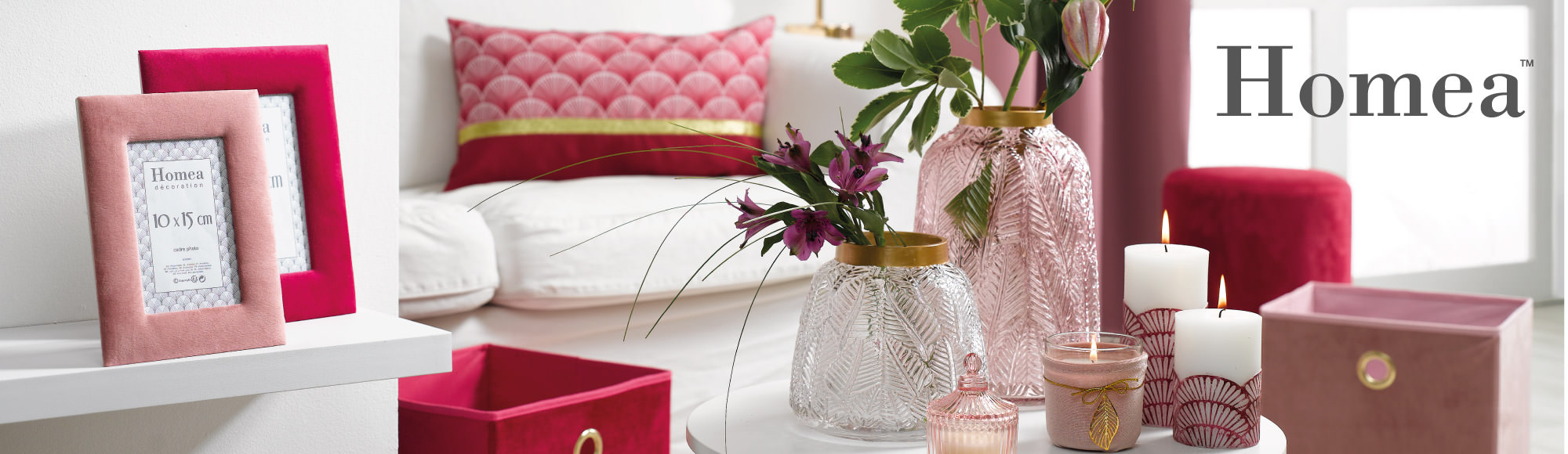 U10 – Homea brand – Boudoir gold theme - frames, candles…